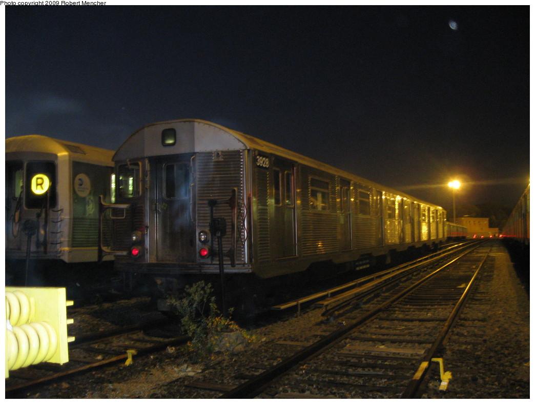 (196k, 1044x788)<br><b>Country:</b> United States<br><b>City:</b> New York<br><b>System:</b> New York City Transit<br><b>Location:</b> Jamaica Yard/Shops<br><b>Car:</b> R-32 (Budd, 1964)  3928 <br><b>Photo by:</b> Robert Mencher<br><b>Date:</b> 11/3/2009<br><b>Viewed (this week/total):</b> 2 / 1073