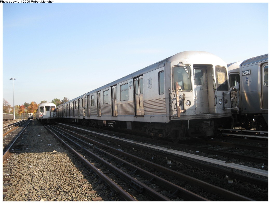 (194k, 1044x788)<br><b>Country:</b> United States<br><b>City:</b> New York<br><b>System:</b> New York City Transit<br><b>Location:</b> Jamaica Yard/Shops<br><b>Car:</b> R-42 (St. Louis, 1969-1970)  4675 <br><b>Photo by:</b> Robert Mencher<br><b>Date:</b> 11/3/2009<br><b>Viewed (this week/total):</b> 1 / 999
