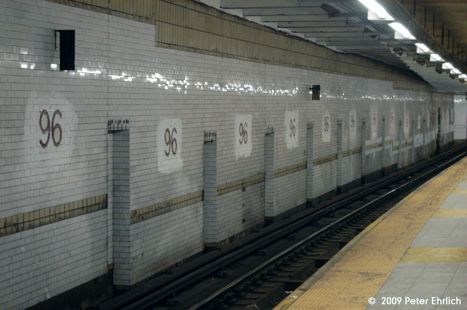 (185k, 930x618)<br><b>Country:</b> United States<br><b>City:</b> New York<br><b>System:</b> New York City Transit<br><b>Line:</b> IRT West Side Line<br><b>Location:</b> 96th Street<br><b>Photo by:</b> Peter Ehrlich<br><b>Date:</b> 10/30/2009<br><b>Notes:</b> New tilework installed on southbound local wall.<br><b>Viewed (this week/total):</b> 0 / 1360