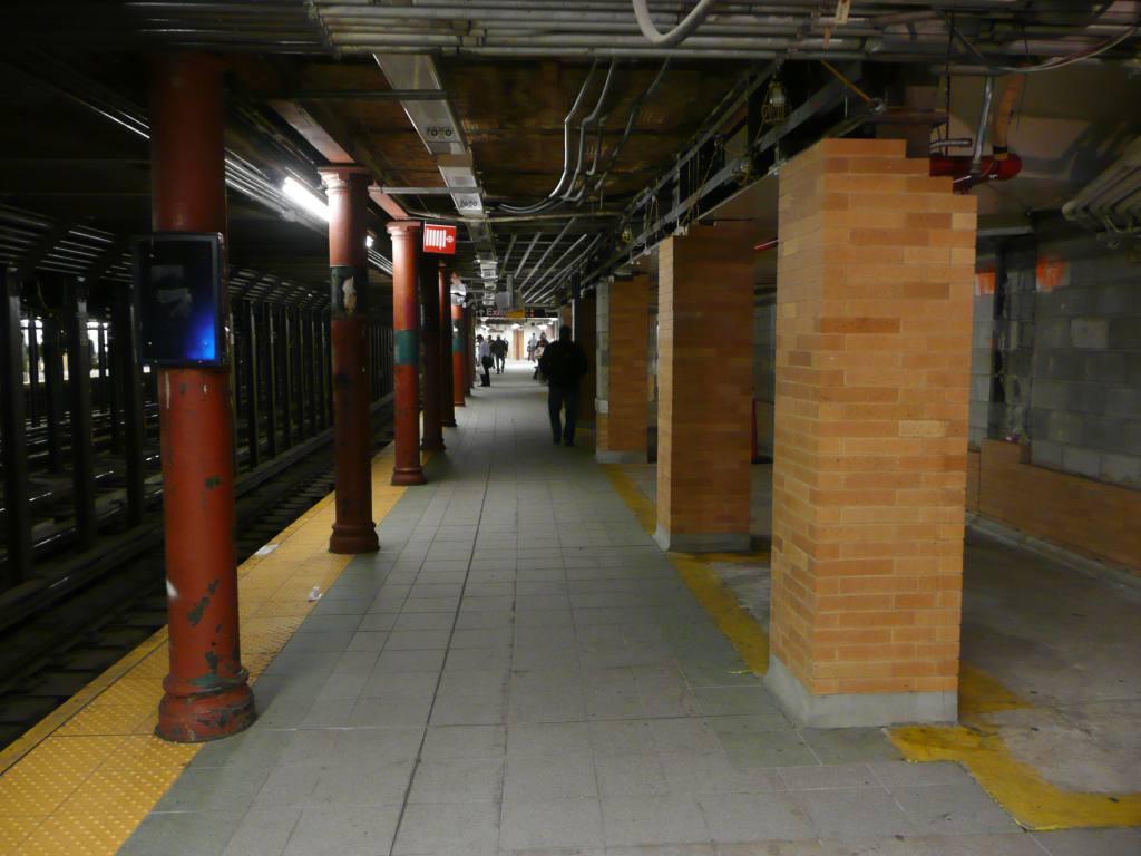 (81k, 1024x768)<br><b>Country:</b> United States<br><b>City:</b> New York<br><b>System:</b> New York City Transit<br><b>Line:</b> IRT West Side Line<br><b>Location:</b> 59th Street/Columbus Circle <br><b>Photo by:</b> Robbie Rosenfeld<br><b>Date:</b> 10/13/2009<br><b>Notes:</b> Station renovations.<br><b>Viewed (this week/total):</b> 0 / 1186