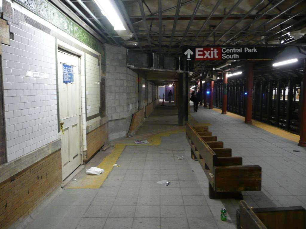 (113k, 1024x768)<br><b>Country:</b> United States<br><b>City:</b> New York<br><b>System:</b> New York City Transit<br><b>Line:</b> IRT West Side Line<br><b>Location:</b> 59th Street/Columbus Circle <br><b>Photo by:</b> Robbie Rosenfeld<br><b>Date:</b> 10/21/2009<br><b>Notes:</b> Station renovations.<br><b>Viewed (this week/total):</b> 0 / 1284