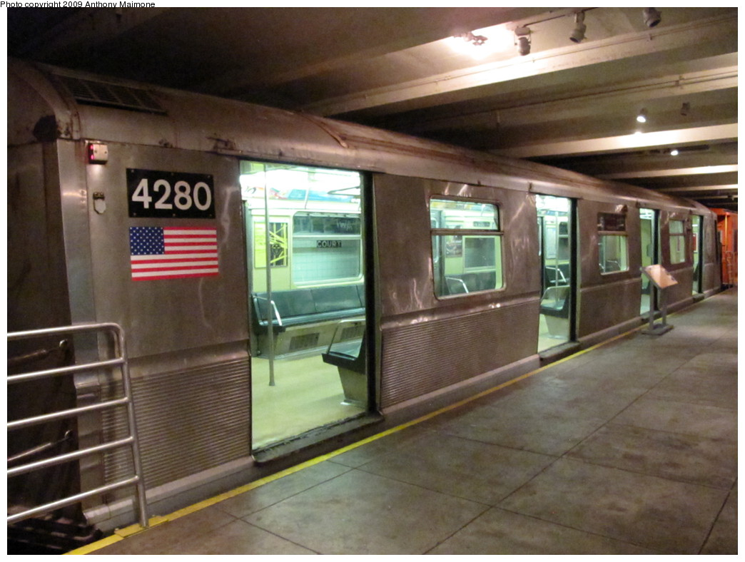 (199k, 1044x788)<br><b>Country:</b> United States<br><b>City:</b> New York<br><b>System:</b> New York City Transit<br><b>Location:</b> New York Transit Museum<br><b>Car:</b> R-40 (St. Louis, 1968)  4280 <br><b>Photo by:</b> Anthony Maimone<br><b>Date:</b> 11/6/2009<br><b>Viewed (this week/total):</b> 5 / 5438