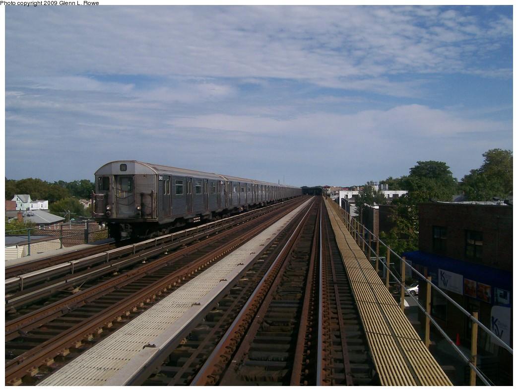 (203k, 1044x788)<br><b>Country:</b> United States<br><b>City:</b> New York<br><b>System:</b> New York City Transit<br><b>Line:</b> IND Fulton Street Line<br><b>Location:</b> Rockaway Boulevard <br><b>Route:</b> A<br><b>Car:</b> R-32 (Budd, 1964)  3913 <br><b>Photo by:</b> Glenn L. Rowe<br><b>Date:</b> 10/2/2009<br><b>Viewed (this week/total):</b> 1 / 727