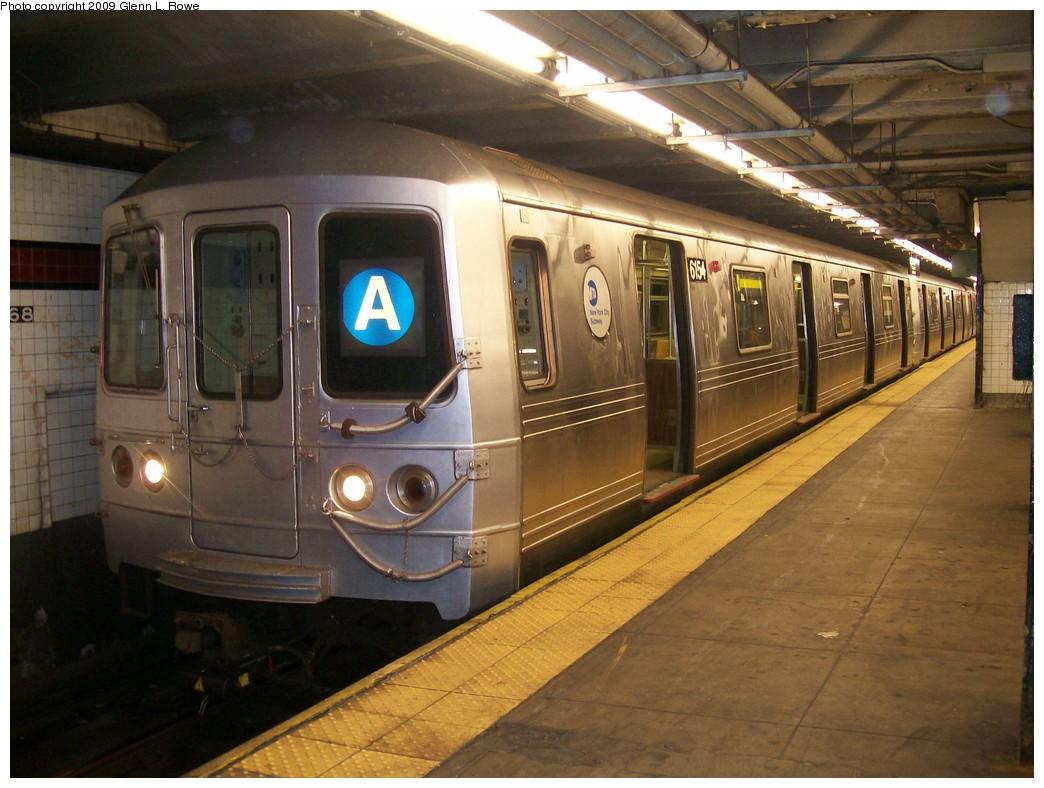 (205k, 1044x788)<br><b>Country:</b> United States<br><b>City:</b> New York<br><b>System:</b> New York City Transit<br><b>Line:</b> IND 8th Avenue Line<br><b>Location:</b> 168th Street <br><b>Route:</b> A<br><b>Car:</b> R-46 (Pullman-Standard, 1974-75) 6154 <br><b>Photo by:</b> Glenn L. Rowe<br><b>Date:</b> 10/20/2009<br><b>Viewed (this week/total):</b> 0 / 1366