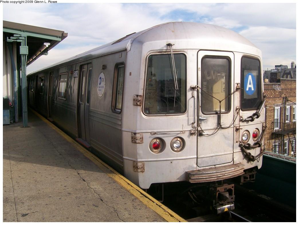 (211k, 1044x788)<br><b>Country:</b> United States<br><b>City:</b> New York<br><b>System:</b> New York City Transit<br><b>Line:</b> IND Fulton Street Line<br><b>Location:</b> Lefferts Boulevard <br><b>Route:</b> A<br><b>Car:</b> R-46 (Pullman-Standard, 1974-75) 6192 <br><b>Photo by:</b> Glenn L. Rowe<br><b>Date:</b> 11/4/2009<br><b>Viewed (this week/total):</b> 0 / 744