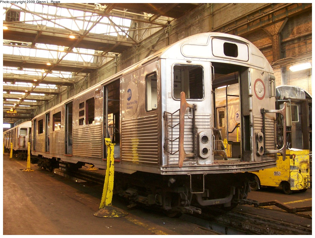 (265k, 1044x788)<br><b>Country:</b> United States<br><b>City:</b> New York<br><b>System:</b> New York City Transit<br><b>Location:</b> 207th Street Shop<br><b>Car:</b> R-38 (St. Louis, 1966-1967)  3950 <br><b>Photo by:</b> Glenn L. Rowe<br><b>Date:</b> 11/6/2009<br><b>Notes:</b> Scrap<br><b>Viewed (this week/total):</b> 0 / 2293