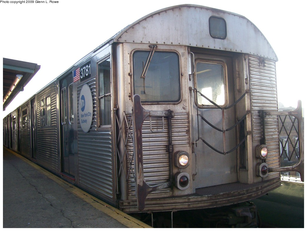 (198k, 1044x788)<br><b>Country:</b> United States<br><b>City:</b> New York<br><b>System:</b> New York City Transit<br><b>Line:</b> IND Fulton Street Line<br><b>Location:</b> Lefferts Boulevard <br><b>Route:</b> A<br><b>Car:</b> R-32 (Budd, 1964)  3781 <br><b>Photo by:</b> Glenn L. Rowe<br><b>Date:</b> 11/9/2009<br><b>Viewed (this week/total):</b> 3 / 1016