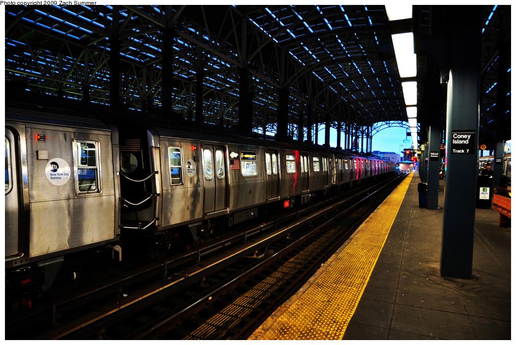 (318k, 1044x700)<br><b>Country:</b> United States<br><b>City:</b> New York<br><b>System:</b> New York City Transit<br><b>Location:</b> Coney Island/Stillwell Avenue<br><b>Route:</b> F<br><b>Car:</b> R-160A (Option 1) (Alstom, 2008-2009, 5 car sets)  9387 <br><b>Photo by:</b> Zach Summer<br><b>Date:</b> 10/23/2009<br><b>Viewed (this week/total):</b> 0 / 1340
