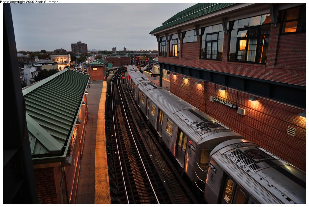 (279k, 1044x700)<br><b>Country:</b> United States<br><b>City:</b> New York<br><b>System:</b> New York City Transit<br><b>Location:</b> Coney Island/Stillwell Avenue<br><b>Route:</b> F<br><b>Car:</b> R-160B (Option 1) (Kawasaki, 2008-2009)  9195 <br><b>Photo by:</b> Zach Summer<br><b>Date:</b> 10/23/2009<br><b>Viewed (this week/total):</b> 1 / 1673
