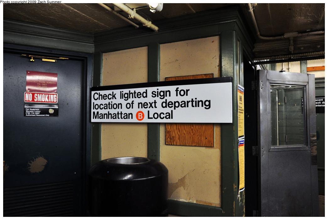 (211k, 1044x700)<br><b>Country:</b> United States<br><b>City:</b> New York<br><b>System:</b> New York City Transit<br><b>Line:</b> BMT Brighton Line<br><b>Location:</b> Brighton Beach <br><b>Photo by:</b> Zach Summer<br><b>Date:</b> 10/25/2009<br><b>Notes:</b> Mezzanine level with new temporary Next departing B service sign.<br><b>Viewed (this week/total):</b> 0 / 1014