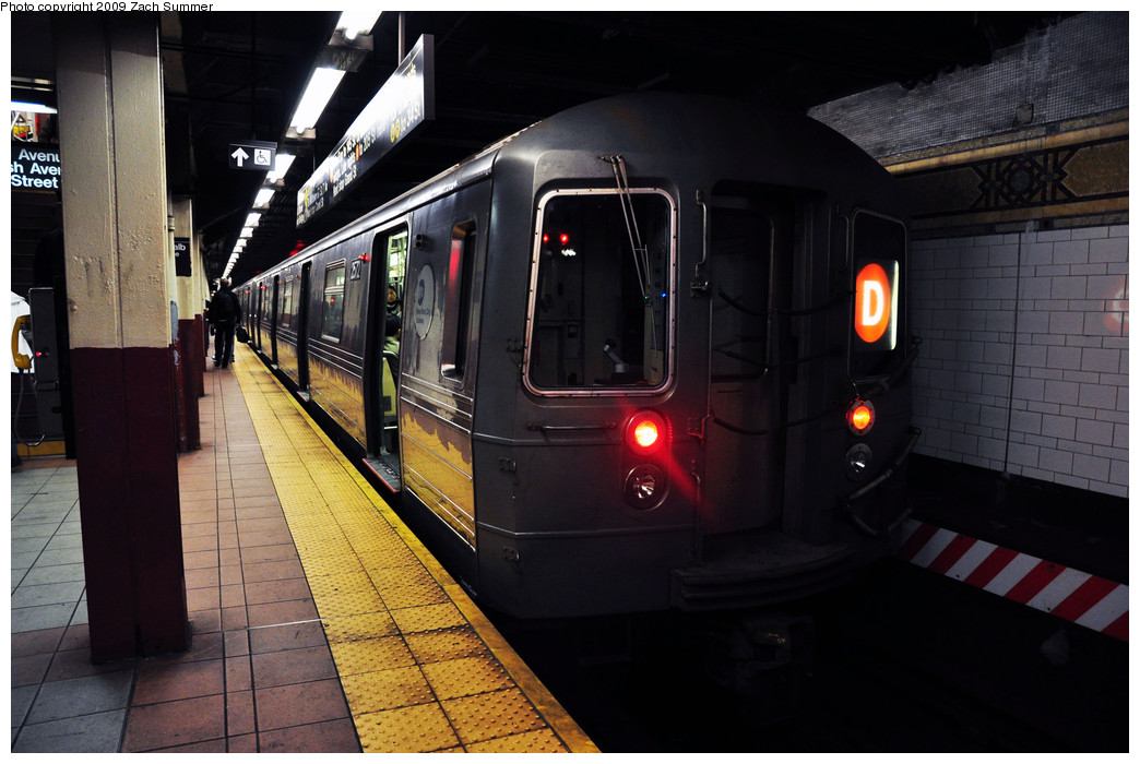 (223k, 1044x700)<br><b>Country:</b> United States<br><b>City:</b> New York<br><b>System:</b> New York City Transit<br><b>Location:</b> DeKalb Avenue<br><b>Route:</b> D<br><b>Car:</b> R-68 (Westinghouse-Amrail, 1986-1988)  2572 <br><b>Photo by:</b> Zach Summer<br><b>Date:</b> 10/25/2009<br><b>Viewed (this week/total):</b> 1 / 1309