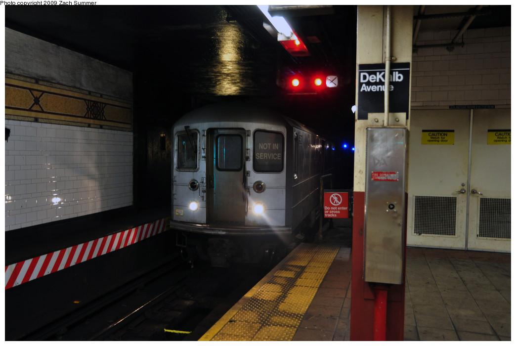 (183k, 1044x700)<br><b>Country:</b> United States<br><b>City:</b> New York<br><b>System:</b> New York City Transit<br><b>Location:</b> DeKalb Avenue<br><b>Route:</b> Work Service<br><b>Car:</b> R-127/R-134 (Kawasaki, 1991-1996)  <br><b>Photo by:</b> Zach Summer<br><b>Date:</b> 10/25/2009<br><b>Viewed (this week/total):</b> 0 / 1944