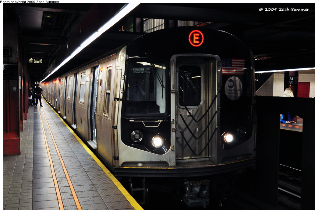(212k, 1044x700)<br><b>Country:</b> United States<br><b>City:</b> New York<br><b>System:</b> New York City Transit<br><b>Line:</b> IND 6th Avenue Line<br><b>Location:</b> 34th Street/Herald Square <br><b>Route:</b> E reroute<br><b>Car:</b> R-160A (Option 1) (Alstom, 2008-2009, 5 car sets)  9548 <br><b>Photo by:</b> Zach Summer<br><b>Date:</b> 10/25/2009<br><b>Notes:</b> E Rerouted via 63 St/6 Av with 34 St being the southern terminal on the E from Queens.<br><b>Viewed (this week/total):</b> 0 / 1606