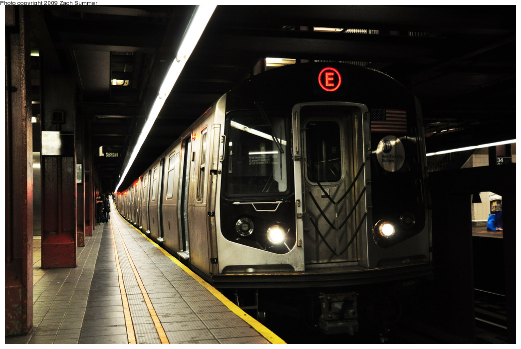 (208k, 1044x700)<br><b>Country:</b> United States<br><b>City:</b> New York<br><b>System:</b> New York City Transit<br><b>Line:</b> IND 6th Avenue Line<br><b>Location:</b> 34th Street/Herald Square<br><b>Route:</b> E reroute<br><b>Car:</b> R-160A (Option 1) (Alstom, 2008-2009, 5 car sets) 9548 <br><b>Photo by:</b> Zach Summer<br><b>Date:</b> 10/25/2009<br><b>Notes:</b> E Rerouted via 63 St/6 Av with 34 St being the southern terminal on the E from Queens.<br><b>Viewed (this week/total):</b> 0 / 2157