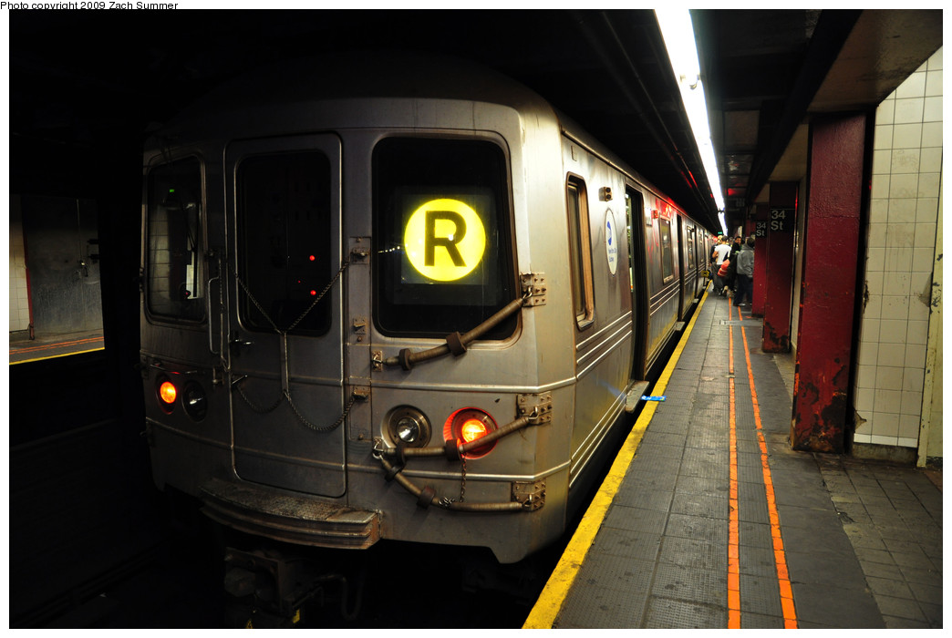 (205k, 1044x700)<br><b>Country:</b> United States<br><b>City:</b> New York<br><b>System:</b> New York City Transit<br><b>Line:</b> BMT Broadway Line<br><b>Location:</b> 34th Street/Herald Square <br><b>Route:</b> R<br><b>Car:</b> R-46 (Pullman-Standard, 1974-75) 6108 <br><b>Photo by:</b> Zach Summer<br><b>Date:</b> 10/25/2009<br><b>Notes:</b> R Trains from Queens terminating at 34 St on the Downtown Express track.<br><b>Viewed (this week/total):</b> 0 / 1588
