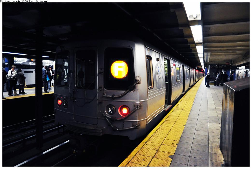 (213k, 1044x700)<br><b>Country:</b> United States<br><b>City:</b> New York<br><b>System:</b> New York City Transit<br><b>Line:</b> IND Queens Boulevard Line<br><b>Location:</b> Roosevelt Avenue <br><b>Route:</b> F<br><b>Car:</b> R-46 (Pullman-Standard, 1974-75) 5776 <br><b>Photo by:</b> Zach Summer<br><b>Date:</b> 10/25/2009<br><b>Viewed (this week/total):</b> 1 / 1254