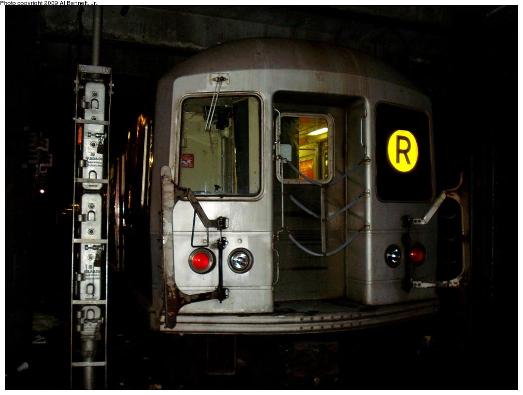 (176k, 1044x788)<br><b>Country:</b> United States<br><b>City:</b> New York<br><b>System:</b> New York City Transit<br><b>Location:</b> Jamaica Yard/Shops<br><b>Car:</b> R-40M (St. Louis, 1969)   <br><b>Photo by:</b> Al Bennett, Jr.<br><b>Date:</b> 2/13/2009<br><b>Notes:</b> Track D5 Jamaica Yard lead. Photographer is an MTA employee with permission- please, no trespassing!<br><b>Viewed (this week/total):</b> 1 / 1992