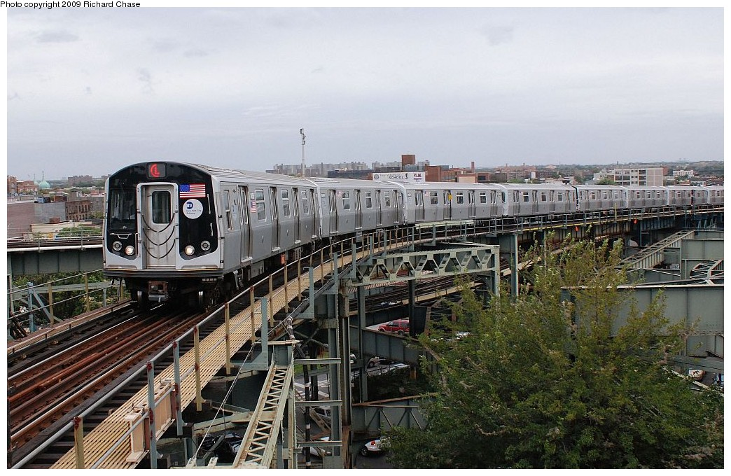 (232k, 1044x680)<br><b>Country:</b> United States<br><b>City:</b> New York<br><b>System:</b> New York City Transit<br><b>Line:</b> BMT Canarsie Line<br><b>Location:</b> Broadway Junction <br><b>Route:</b> L<br><b>Car:</b> R-160A-1 (Alstom, 2005-2008, 4 car sets)   <br><b>Photo by:</b> Richard Chase<br><b>Date:</b> 10/2009<br><b>Viewed (this week/total):</b> 0 / 1380