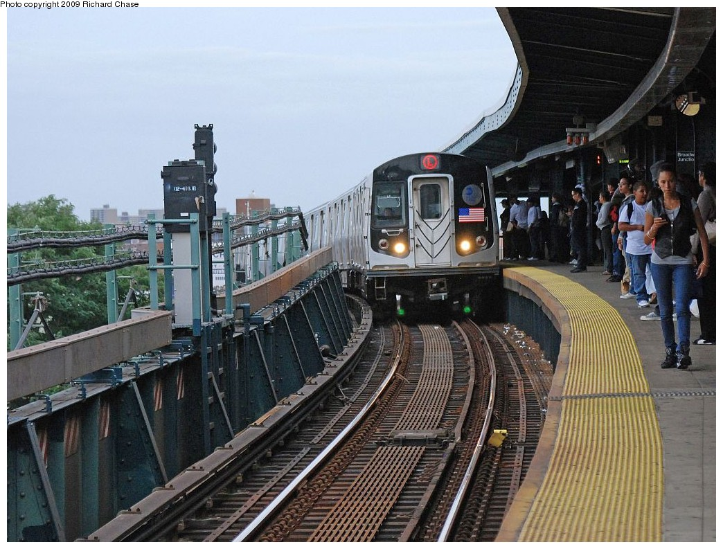 (246k, 1044x793)<br><b>Country:</b> United States<br><b>City:</b> New York<br><b>System:</b> New York City Transit<br><b>Line:</b> BMT Canarsie Line<br><b>Location:</b> Broadway Junction <br><b>Route:</b> L<br><b>Car:</b> R-143 (Kawasaki, 2001-2002)  <br><b>Photo by:</b> Richard Chase<br><b>Date:</b> 10/2009<br><b>Viewed (this week/total):</b> 0 / 1506