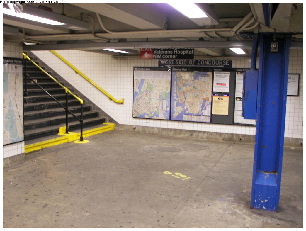 (241k, 1044x788)<br><b>Country:</b> United States<br><b>City:</b> New York<br><b>System:</b> New York City Transit<br><b>Line:</b> IND Concourse Line<br><b>Location:</b> Kingsbridge Road <br><b>Photo by:</b> David-Paul Gerber<br><b>Date:</b> 11/21/2009<br><b>Viewed (this week/total):</b> 0 / 1367