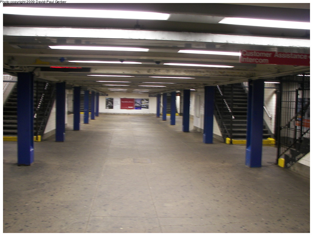 (220k, 1044x788)<br><b>Country:</b> United States<br><b>City:</b> New York<br><b>System:</b> New York City Transit<br><b>Line:</b> IND Concourse Line<br><b>Location:</b> Kingsbridge Road <br><b>Photo by:</b> David-Paul Gerber<br><b>Date:</b> 11/21/2009<br><b>Notes:</b> Mezzanine under the platforms.<br><b>Viewed (this week/total):</b> 7 / 1459