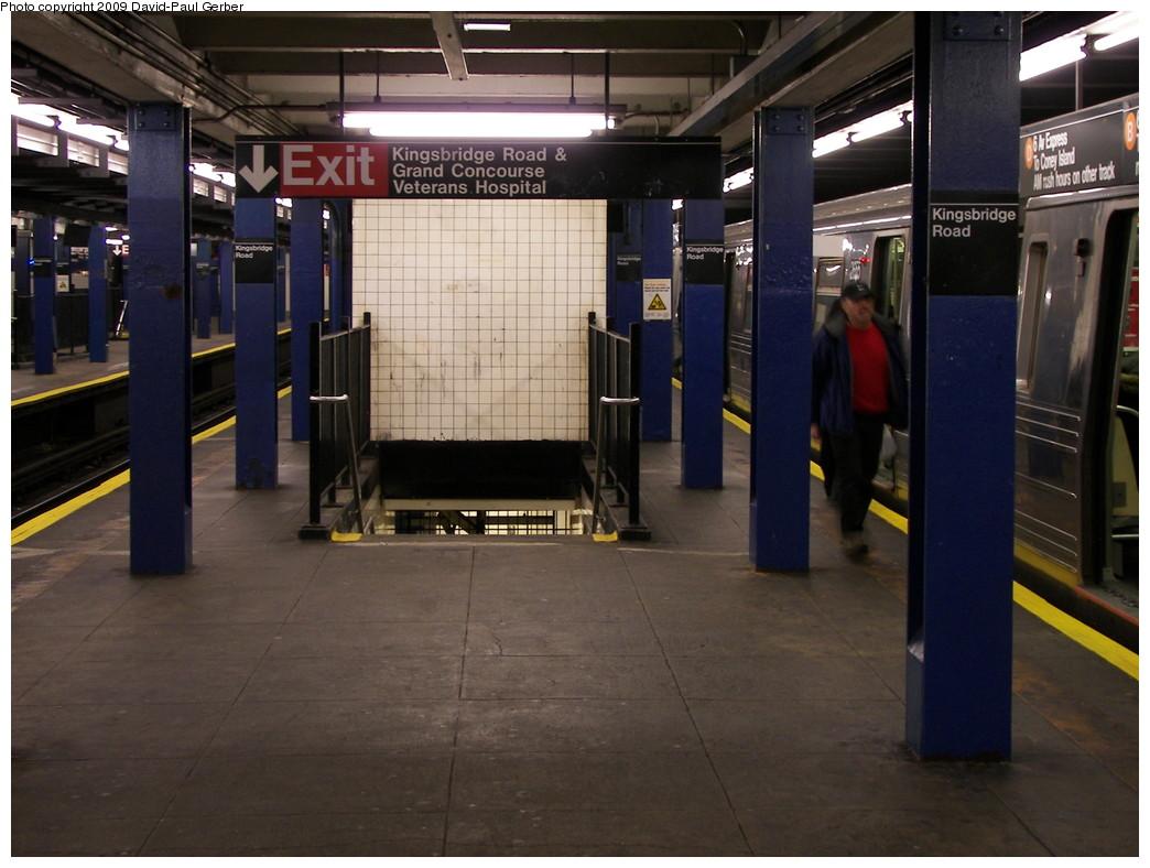 (251k, 1044x788)<br><b>Country:</b> United States<br><b>City:</b> New York<br><b>System:</b> New York City Transit<br><b>Line:</b> IND Concourse Line<br><b>Location:</b> Kingsbridge Road <br><b>Photo by:</b> David-Paul Gerber<br><b>Date:</b> 11/21/2009<br><b>Notes:</b> Stairs down to mezzanine.<br><b>Viewed (this week/total):</b> 1 / 1706