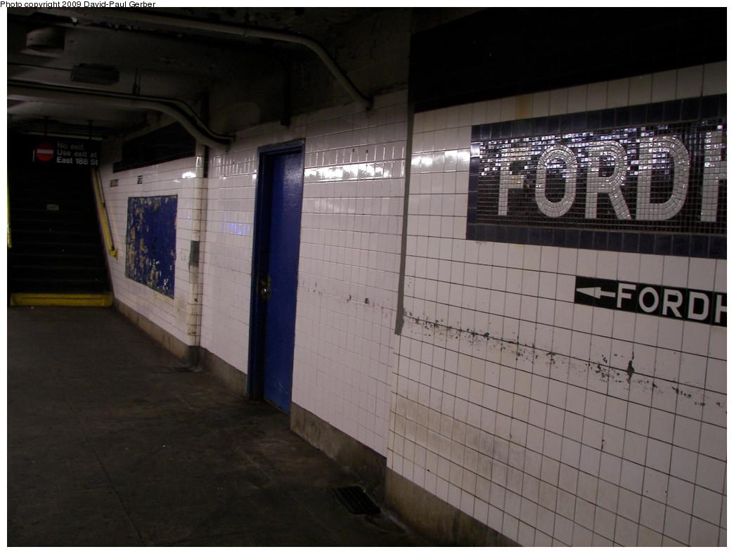 (231k, 1044x788)<br><b>Country:</b> United States<br><b>City:</b> New York<br><b>System:</b> New York City Transit<br><b>Line:</b> IND Concourse Line<br><b>Location:</b> Fordham Road <br><b>Photo by:</b> David-Paul Gerber<br><b>Date:</b> 11/21/2009<br><b>Notes:</b> The closed passageway on the local platform.<br><b>Viewed (this week/total):</b> 5 / 1055