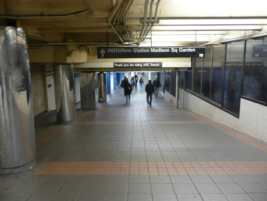 (82k, 1024x772)<br><b>Country:</b> United States<br><b>City:</b> New York<br><b>System:</b> New York City Transit<br><b>Line:</b> IND 6th Avenue Line<br><b>Location:</b> 34th Street/Herald Square <br><b>Photo by:</b> Robbie Rosenfeld<br><b>Date:</b> 11/25/2009<br><b>Notes:</b> Thank you sign in passageway outside fare control<br><b>Viewed (this week/total):</b> 0 / 1783