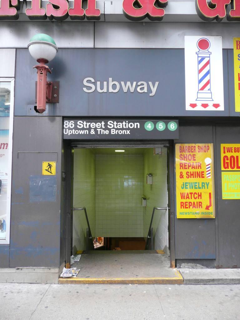 (100k, 768x1024)<br><b>Country:</b> United States<br><b>City:</b> New York<br><b>System:</b> New York City Transit<br><b>Line:</b> IRT East Side Line<br><b>Location:</b> 86th Street <br><b>Photo by:</b> Robbie Rosenfeld<br><b>Date:</b> 11/23/2009<br><b>Notes:</b> Station entrance.<br><b>Viewed (this week/total):</b> 3 / 2071