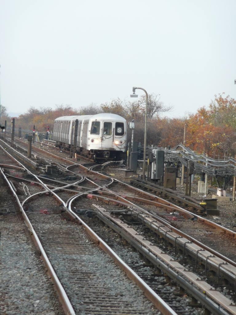 (121k, 768x1024)<br><b>Country:</b> United States<br><b>City:</b> New York<br><b>System:</b> New York City Transit<br><b>Line:</b> IND Rockaway<br><b>Location:</b> Broad Channel <br><b>Photo by:</b> Robbie Rosenfeld<br><b>Date:</b> 11/9/2009<br><b>Notes:</b> Shuttle train.<br><b>Viewed (this week/total):</b> 0 / 1188