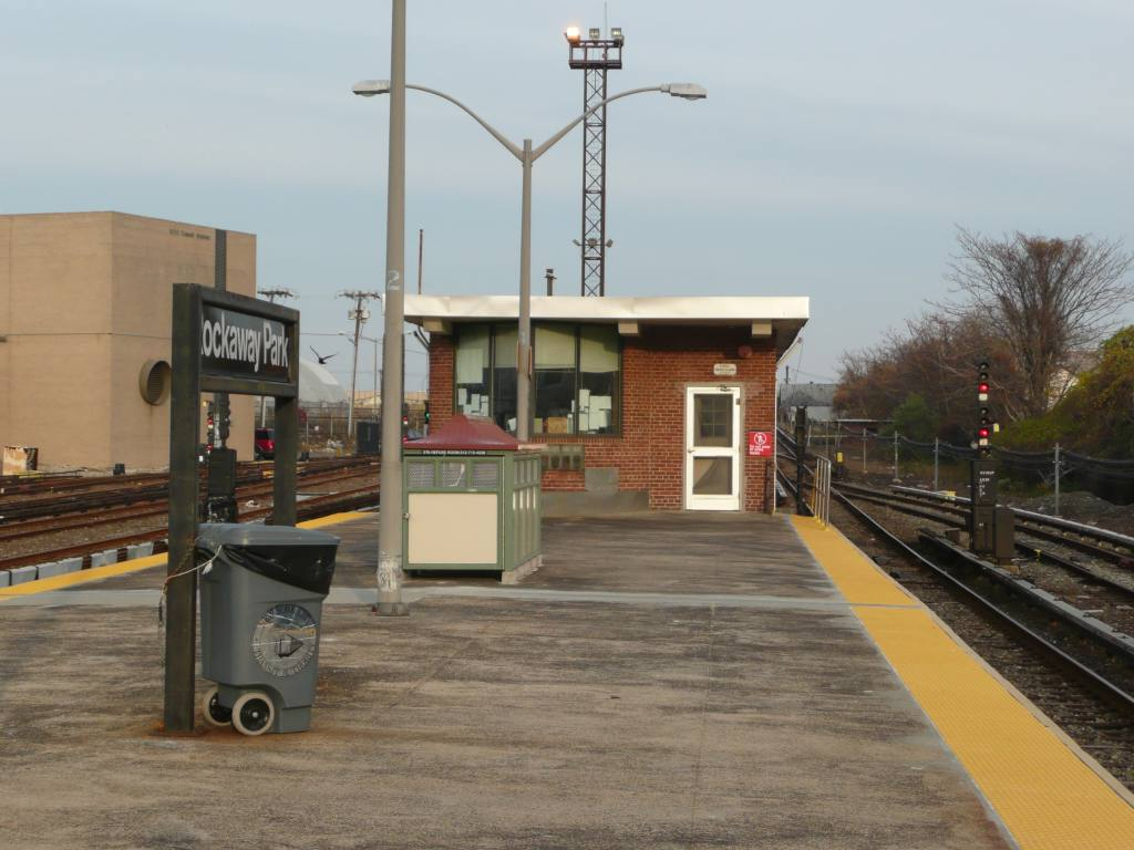 (113k, 1024x768)<br><b>Country:</b> United States<br><b>City:</b> New York<br><b>System:</b> New York City Transit<br><b>Line:</b> IND Rockaway<br><b>Location:</b> Rockaway Park/Beach 116th Street <br><b>Photo by:</b> Robbie Rosenfeld<br><b>Date:</b> 11/9/2009<br><b>Notes:</b> Tower.<br><b>Viewed (this week/total):</b> 0 / 1035