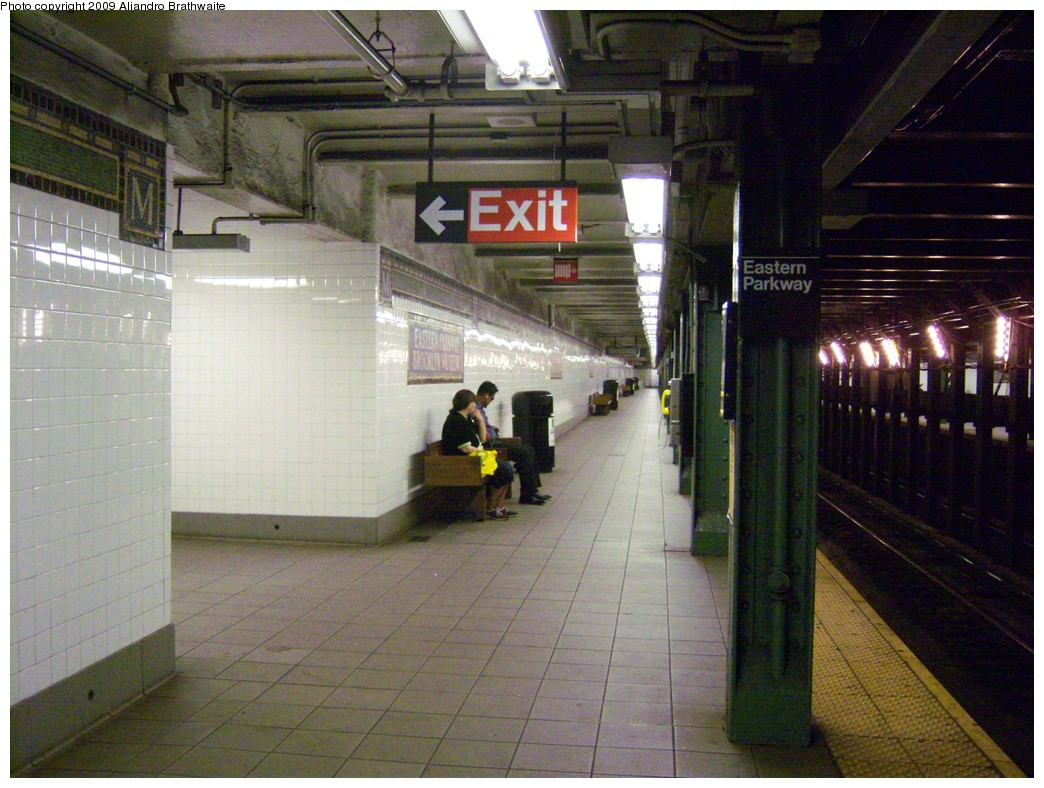 (245k, 1044x788)<br><b>Country:</b> United States<br><b>City:</b> New York<br><b>System:</b> New York City Transit<br><b>Line:</b> IRT Brooklyn Line<br><b>Location:</b> Eastern Parkway/Brooklyn Museum <br><b>Photo by:</b> Aliandro Brathwaite<br><b>Date:</b> 8/27/2009<br><b>Notes:</b> Platform view<br><b>Viewed (this week/total):</b> 1 / 1776