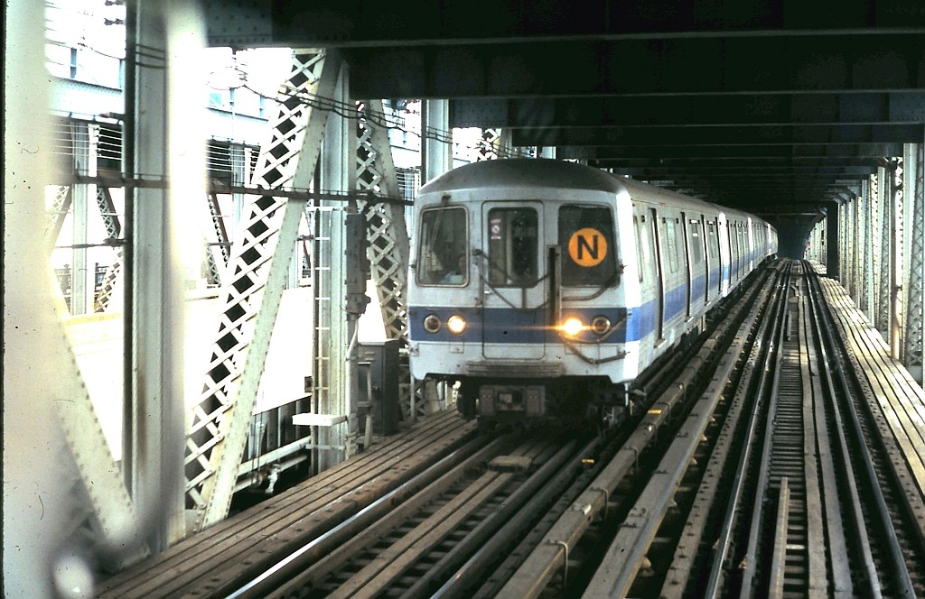 (205k, 1024x664)<br><b>Country:</b> United States<br><b>City:</b> New York<br><b>System:</b> New York City Transit<br><b>Location:</b> Manhattan Bridge<br><b>Route:</b> N<br><b>Car:</b> R-46 (Pullman-Standard, 1974-75)  <br><b>Collection of:</b> John Barnes<br><b>Date:</b> 2/28/1987<br><b>Viewed (this week/total):</b> 8 / 3368
