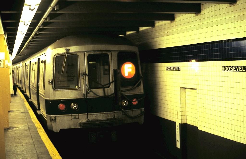 (151k, 1024x664)<br><b>Country:</b> United States<br><b>City:</b> New York<br><b>System:</b> New York City Transit<br><b>Line:</b> IND Queens Boulevard Line<br><b>Location:</b> Roosevelt Avenue <br><b>Route:</b> F<br><b>Car:</b> R-46 (Pullman-Standard, 1974-75)  <br><b>Collection of:</b> John Barnes<br><b>Date:</b> 11/7/1990<br><b>Viewed (this week/total):</b> 7 / 2815