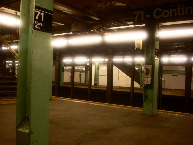 (108k, 800x600)<br><b>Country:</b> United States<br><b>City:</b> New York<br><b>System:</b> New York City Transit<br><b>Line:</b> IND Queens Boulevard Line<br><b>Location:</b> 71st/Continental Aves./Forest Hills <br><b>Photo by:</b> Bill E.<br><b>Date:</b> 11/28/2009<br><b>Viewed (this week/total):</b> 1 / 850