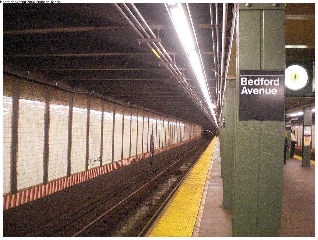 (319k, 1044x788)<br><b>Country:</b> United States<br><b>City:</b> New York<br><b>System:</b> New York City Transit<br><b>Line:</b> BMT Canarsie Line<br><b>Location:</b> Bedford Avenue <br><b>Photo by:</b> Roberto C. Tobar<br><b>Date:</b> 11/14/2009<br><b>Notes:</b> Track view.<br><b>Viewed (this week/total):</b> 1 / 1119