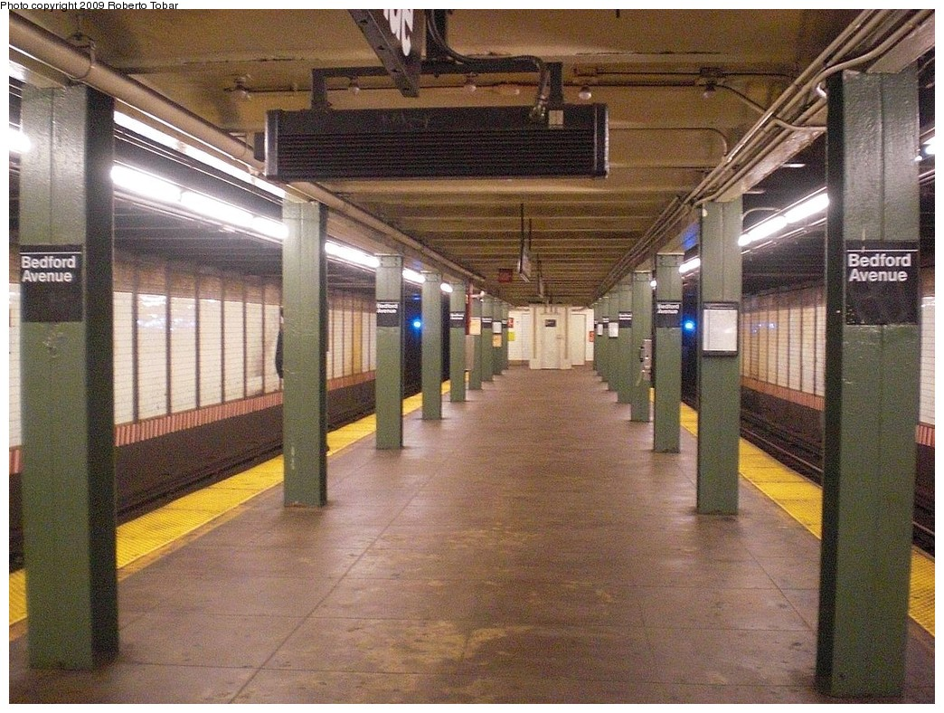 (314k, 1044x788)<br><b>Country:</b> United States<br><b>City:</b> New York<br><b>System:</b> New York City Transit<br><b>Line:</b> BMT Canarsie Line<br><b>Location:</b> Bedford Avenue <br><b>Photo by:</b> Roberto C. Tobar<br><b>Date:</b> 11/14/2009<br><b>Notes:</b> Platform view.<br><b>Viewed (this week/total):</b> 4 / 1281
