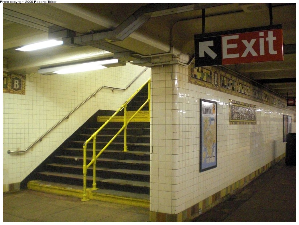 (247k, 1044x788)<br><b>Country:</b> United States<br><b>City:</b> New York<br><b>System:</b> New York City Transit<br><b>Line:</b> BMT Canarsie Line<br><b>Location:</b> Bushwick-Aberdeen <br><b>Photo by:</b> Roberto C. Tobar<br><b>Date:</b> 11/14/2009<br><b>Viewed (this week/total):</b> 3 / 1434