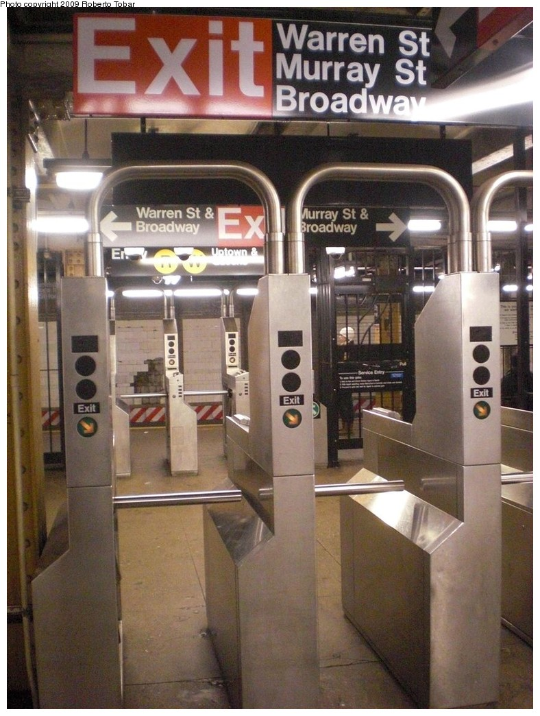 (256k, 788x1044)<br><b>Country:</b> United States<br><b>City:</b> New York<br><b>System:</b> New York City Transit<br><b>Line:</b> BMT Broadway Line<br><b>Location:</b> City Hall <br><b>Photo by:</b> Roberto C. Tobar<br><b>Date:</b> 11/28/2009<br><b>Notes:</b> Note unusual platform level fare control arrangement.<br><b>Viewed (this week/total):</b> 2 / 1706