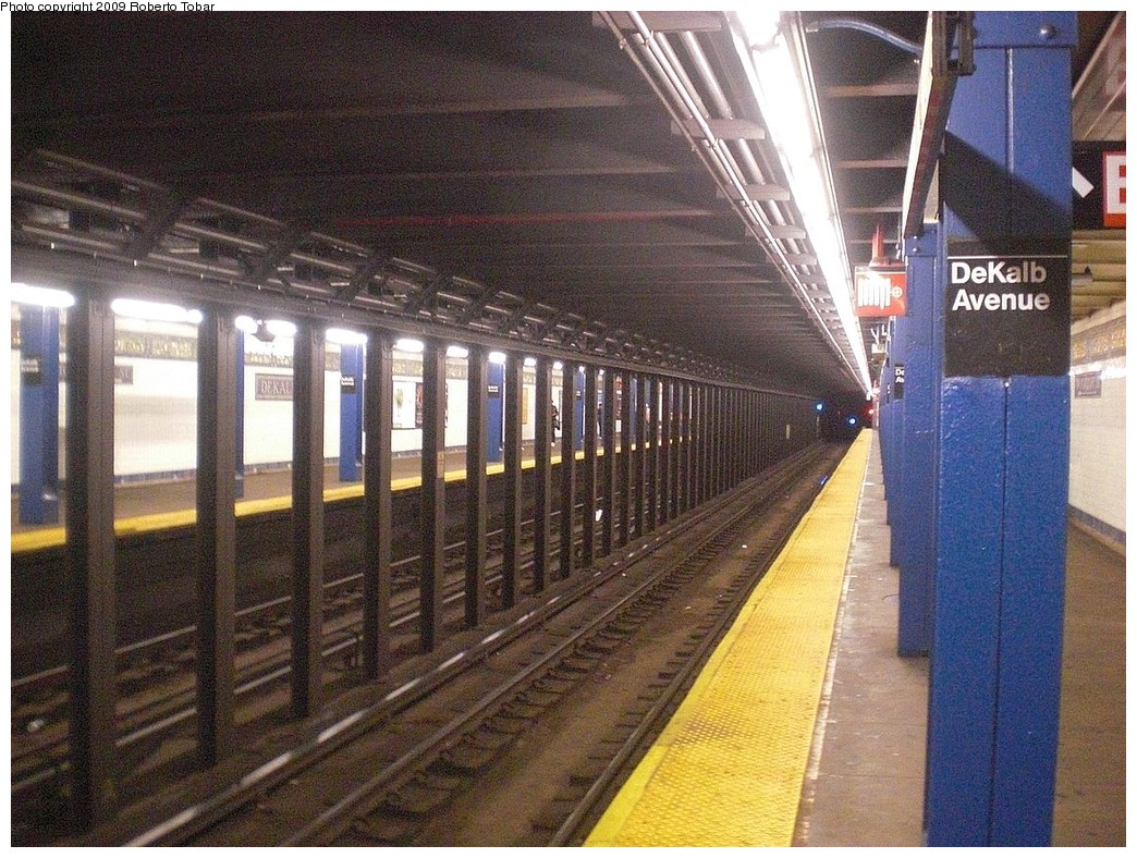 (321k, 1044x788)<br><b>Country:</b> United States<br><b>City:</b> New York<br><b>System:</b> New York City Transit<br><b>Line:</b> BMT Canarsie Line<br><b>Location:</b> DeKalb Avenue <br><b>Photo by:</b> Roberto C. Tobar<br><b>Date:</b> 11/14/2009<br><b>Viewed (this week/total):</b> 0 / 911
