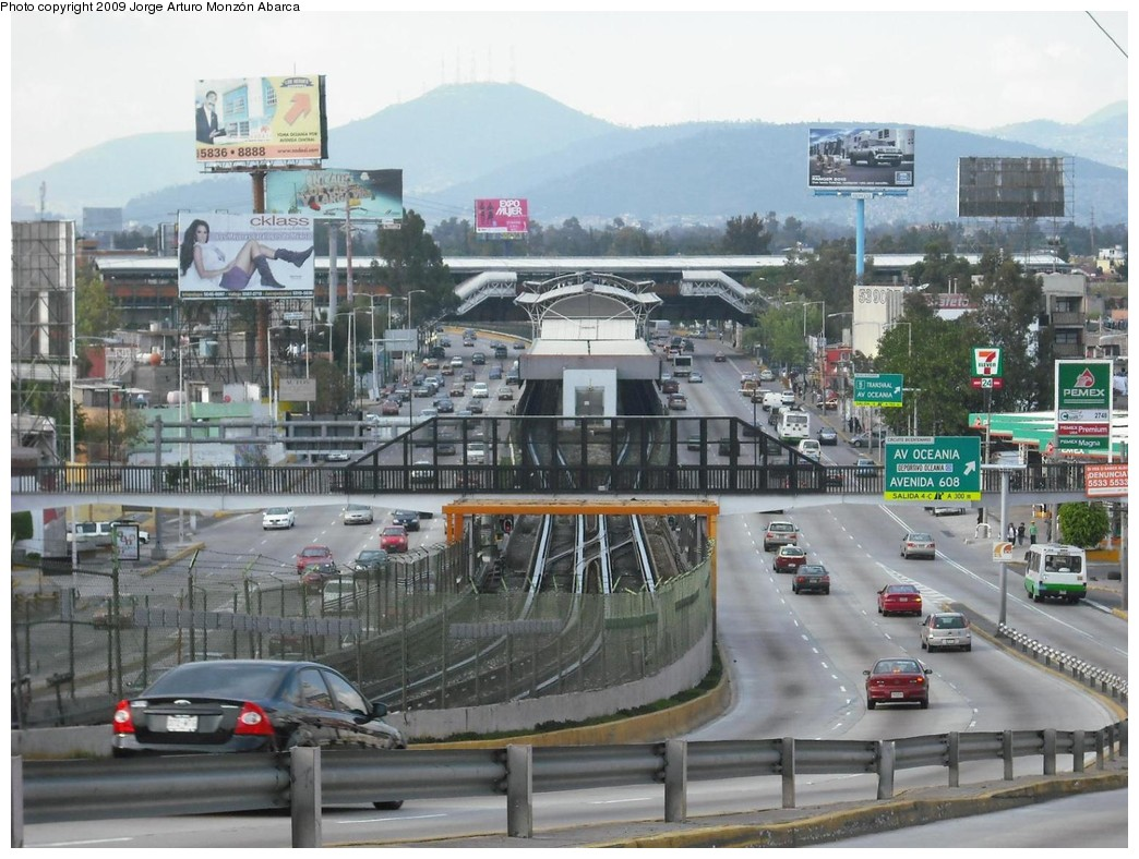 (227k, 1044x788)<br><b>Country:</b> Mexico<br><b>City:</b> Mexico City<br><b>System:</b> Mexico City Metro (Sistema de Transporte Colectivo Metro - STM)<br><b>Line:</b> STC Metro Line 5<br><b>Location:</b> Oceanía<br><b>Photo by:</b> Jorge Arturo Monzón Abarca<br><b>Date:</b> 10/18/2009<br><b>Viewed (this week/total):</b> 0 / 566