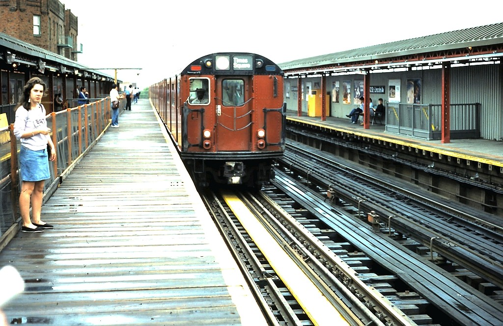 (237k, 1024x664)<br><b>Country:</b> United States<br><b>City:</b> New York<br><b>System:</b> New York City Transit<br><b>Line:</b> IRT Flushing Line<br><b>Location:</b> 52nd Street/Lincoln Avenue <br><b>Route:</b> 7<br><b>Car:</b> R-36 World's Fair (St. Louis, 1963-64)  <br><b>Collection of:</b> John Barnes<br><b>Date:</b> 6/2/1986<br><b>Viewed (this week/total):</b> 0 / 3323