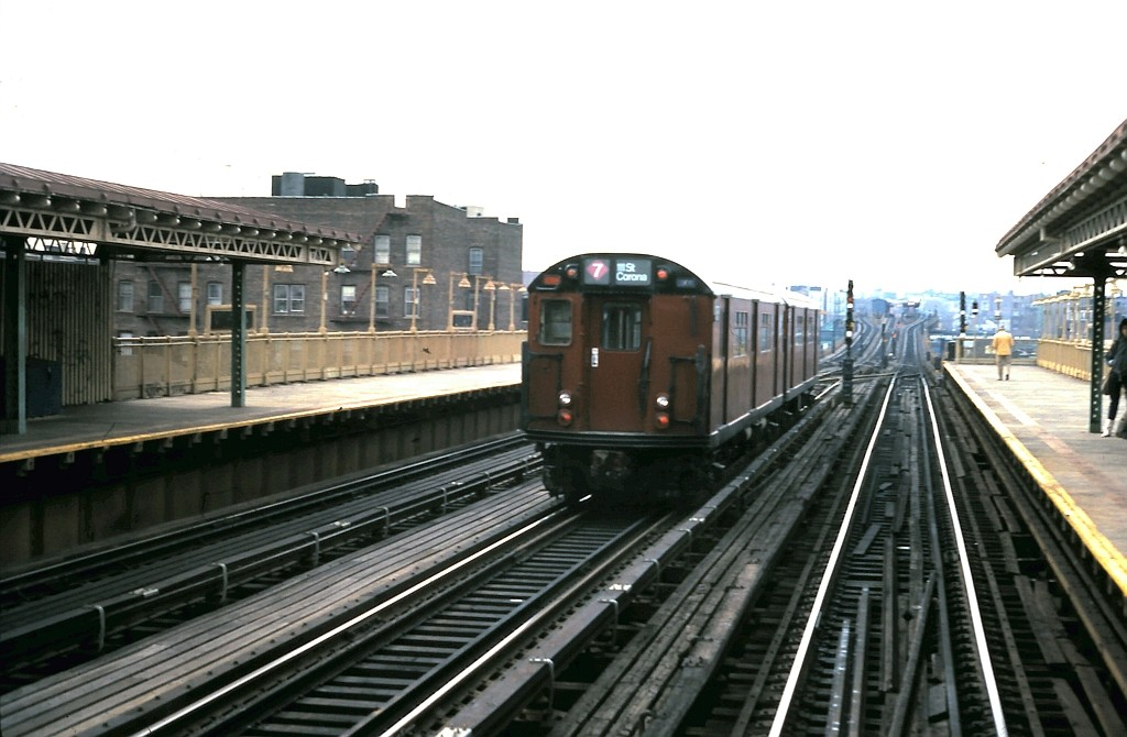 (154k, 1024x670)<br><b>Country:</b> United States<br><b>City:</b> New York<br><b>System:</b> New York City Transit<br><b>Line:</b> IRT Flushing Line<br><b>Location:</b> 69th Street/Fisk Avenue <br><b>Car:</b> R-36 World's Fair (St. Louis, 1963-64)  <br><b>Collection of:</b> John Barnes<br><b>Date:</b> 3/11/1985<br><b>Viewed (this week/total):</b> 4 / 2653