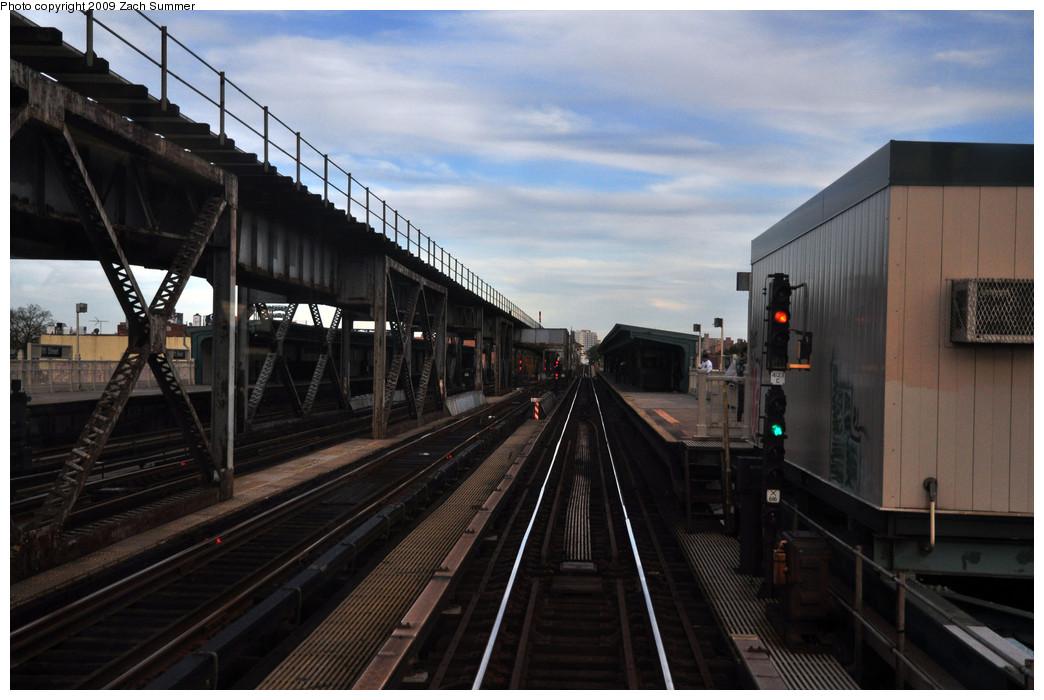 (214k, 1044x700)<br><b>Country:</b> United States<br><b>City:</b> New York<br><b>System:</b> New York City Transit<br><b>Line:</b> IRT Flushing Line<br><b>Location:</b> 111th Street <br><b>Photo by:</b> Zach Summer<br><b>Date:</b> 10/25/2009<br><b>Notes:</b> Station view<br><b>Viewed (this week/total):</b> 1 / 1188