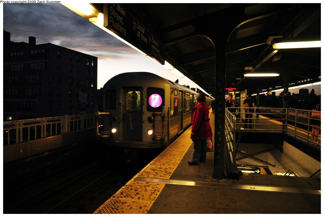 (216k, 1044x700)<br><b>Country:</b> United States<br><b>City:</b> New York<br><b>System:</b> New York City Transit<br><b>Line:</b> IRT Flushing Line<br><b>Location:</b> Queensborough Plaza <br><b>Route:</b> 7<br><b>Car:</b> R-62A (Bombardier, 1984-1987)  1934 <br><b>Photo by:</b> Zach Summer<br><b>Date:</b> 10/25/2009<br><b>Viewed (this week/total):</b> 3 / 1124