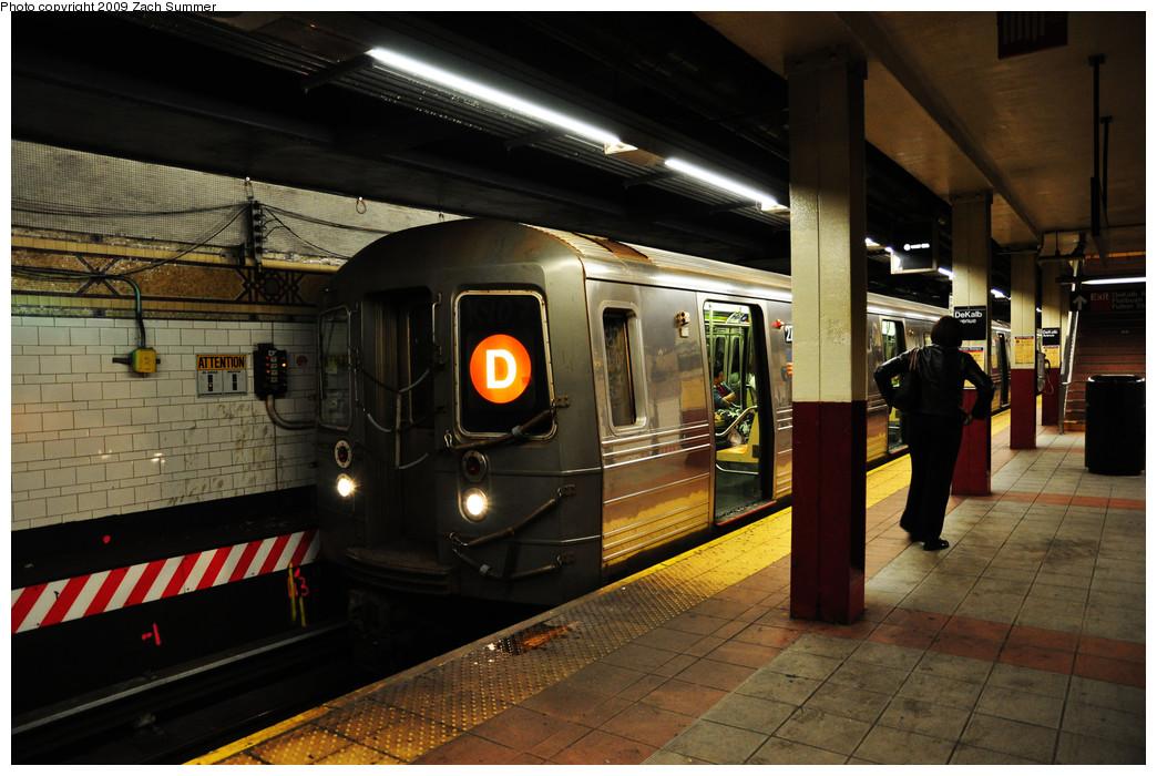 (247k, 1044x700)<br><b>Country:</b> United States<br><b>City:</b> New York<br><b>System:</b> New York City Transit<br><b>Location:</b> DeKalb Avenue<br><b>Route:</b> D<br><b>Car:</b> R-68 (Westinghouse-Amrail, 1986-1988)  2750 <br><b>Photo by:</b> Zach Summer<br><b>Date:</b> 10/25/2009<br><b>Viewed (this week/total):</b> 2 / 1325