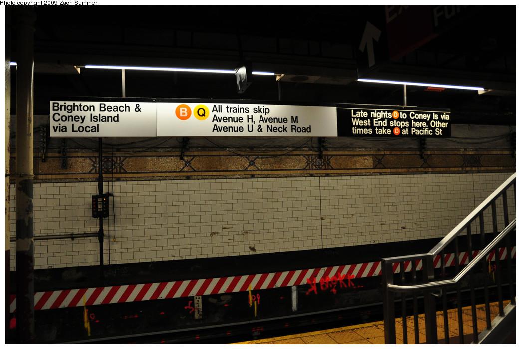 (224k, 1044x700)<br><b>Country:</b> United States<br><b>City:</b> New York<br><b>System:</b> New York City Transit<br><b>Location:</b> DeKalb Avenue<br><b>Photo by:</b> Zach Summer<br><b>Date:</b> 10/25/2009<br><b>Notes:</b> New temporary B/Q Brighton Beach & Coney Island destination sign during the Brighton Line Station reconstruction project.<br><b>Viewed (this week/total):</b> 0 / 1951