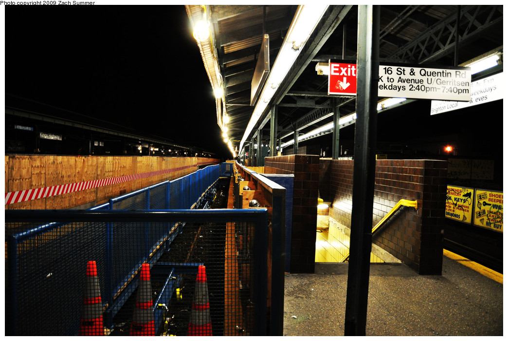 (274k, 1044x700)<br><b>Country:</b> United States<br><b>City:</b> New York<br><b>System:</b> New York City Transit<br><b>Line:</b> BMT Brighton Line<br><b>Location:</b> Kings Highway <br><b>Photo by:</b> Zach Summer<br><b>Date:</b> 10/25/2009<br><b>Notes:</b> Night-time station view<br><b>Viewed (this week/total):</b> 0 / 992