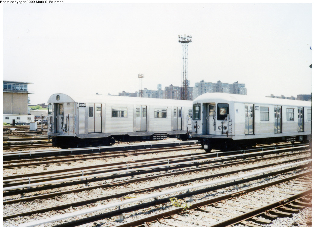 (243k, 1044x762)<br><b>Country:</b> United States<br><b>City:</b> New York<br><b>System:</b> New York City Transit<br><b>Location:</b> Coney Island Yard<br><b>Car:</b> R-32 (Budd, 1964)  3914 <br><b>Photo by:</b> Mark S. Feinman<br><b>Date:</b> 5/30/1993<br><b>Notes:</b> With R42 4588<br><b>Viewed (this week/total):</b> 0 / 1400