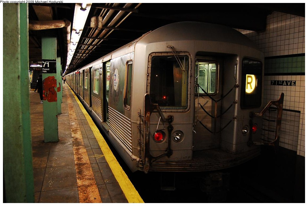 (216k, 1044x699)<br><b>Country:</b> United States<br><b>City:</b> New York<br><b>System:</b> New York City Transit<br><b>Line:</b> IND Queens Boulevard Line<br><b>Location:</b> 71st/Continental Aves./Forest Hills <br><b>Route:</b> R<br><b>Car:</b> R-42 (St. Louis, 1969-1970)  4618 <br><b>Photo by:</b> Michael Hodurski<br><b>Date:</b> 12/10/2009<br><b>Notes:</b> Last run of the R42 class cars.<br><b>Viewed (this week/total):</b> 0 / 1290